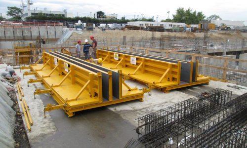 moule de poutre sur mesure en place sur un chantier